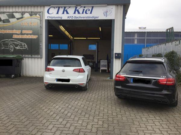 GTI und AMG vor der Firma o. Kennzeichen